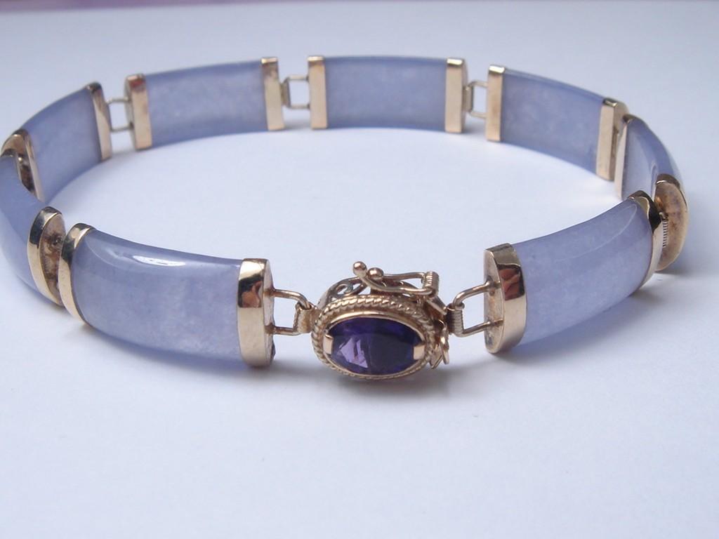 14 Karat Yellow Gold Lavender Jade Bracelet With Amethyst Clasp